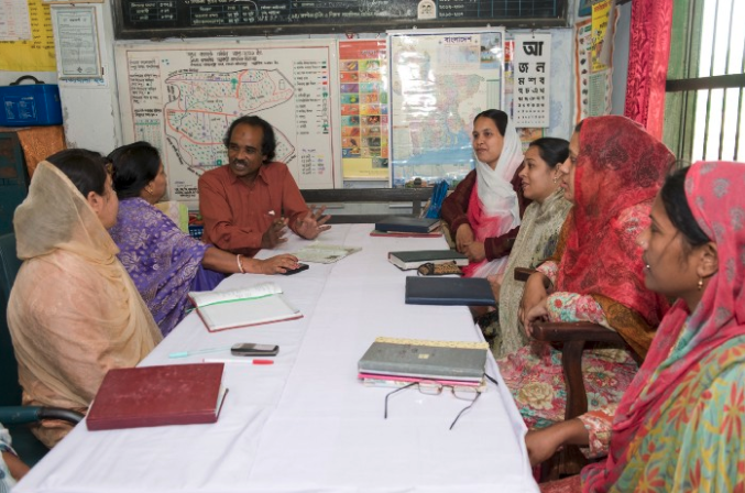 Group of teachers having a discussion at a table.